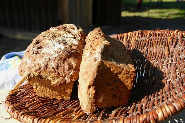 Vollkorn-Dinkel-Zwiebel-Brot