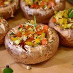 gef%c3%bcllte-champignons-mit-schafsk%c3%a4se-topping